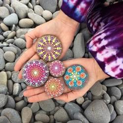 Elspeth McLean创作石头画 像珠宝般美丽!
