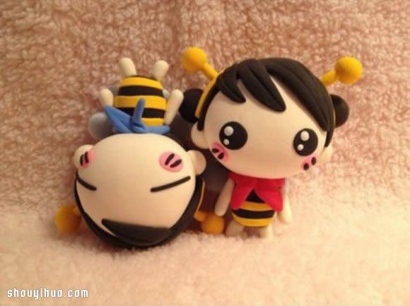 粘土软陶制作的可爱小男孩和小女孩,穿着萌哒哒的蜜蜂装,实在太好玩了,真想抱起来亲个几十口啊(3)波妞就是抵挡不了这些萌萌的小玩意,真想给自己也置办一套蜜蜂装,不过考虑到脸皮没有厚到敢穿出去的地步,还是算了吧() 喜欢软陶或是粘土手工的小伙伴们,根据这两个人偶的成品来DIY试试吧,应该用不着图解也能琢磨出如何制作吧,否则你可就太逊了o()o如果有多的,可以考虑寄给波妞玩玩啊,波妞就是那种人美手笨的典型(不害羞!),所以只能靠蹭啦~~~