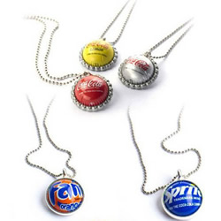废弃金属瓶盖变废为宝制作的漂亮项链和戒指