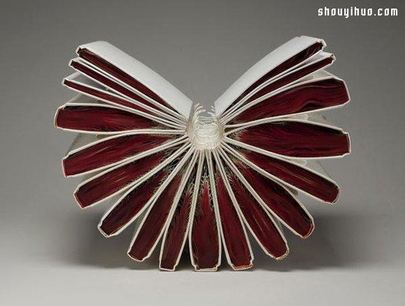 加熱烘烤 柔軟舊書化作賁張紙雕藝術品