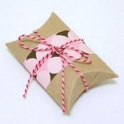 卫生纸卷筒废物利用制作小礼品包装盒