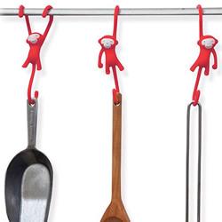 可爱悬臂小猴挂勾 帮你收服厨房料理用具