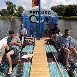 收集5万个塑料瓶 DIY梦想中的小船!