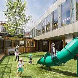 有草皮广场的幼儿园 让孩子们尽情跑跳蹦!