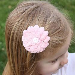 不织布和蕾丝手工制作牡丹花头花的方法