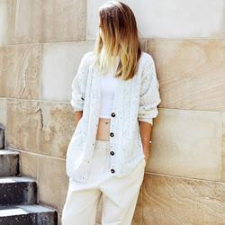 夏天必试的简约风白裤穿搭技巧