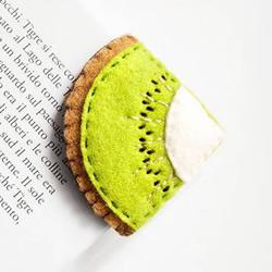 不织布与羊毛毡手工缝制的水果造型页角