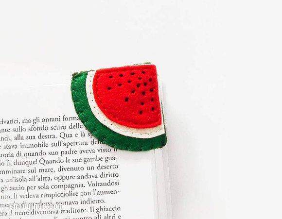 不织布与羊毛毡手工缝制的水果造型页角书签