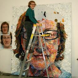 7000多个塑料瓶盖DIY逼真的肖像画
