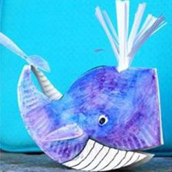 一次性纸盘简单制作可爱立体鲸鱼玩具的方法