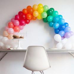 用气球DIY美丽的彩虹之门,记住色彩搭配哦