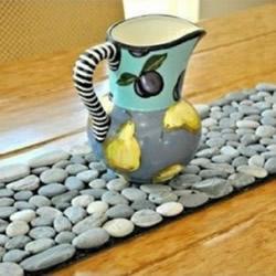 鹅卵石拼成地毯/桌垫 为家增添一抹田园