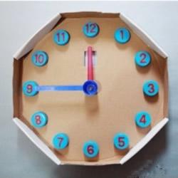 儿童玩具挂钟小制作 纸盒和塑料瓶盖DIY钟表