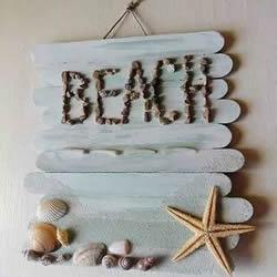 雪糕棍变废为宝制作夏日海滩气息的门牌挂饰