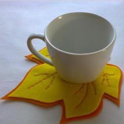 简单又有趣的不织布枫叶杯垫手工制作图解
