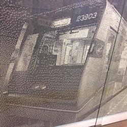15万3千6百颗电车车票打孔纸屑DIY的拼贴画