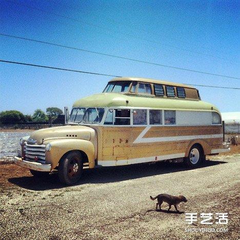 旧面包车改造的温馨房车
