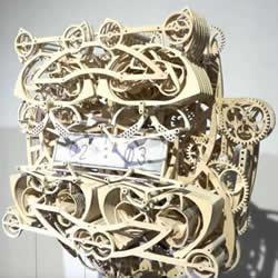 艺术系学生用四百片可动零件做成木头机