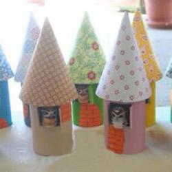 幼儿利用卫生纸卷筒制作尖顶小屋的方法教程