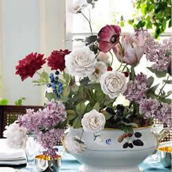 优雅素丽的瓷花雕塑 展现奼紫嫣红的花花世界