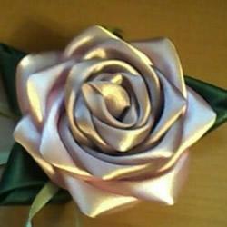 缎带玫瑰花的做法教程 手工缎带玫瑰花折法图解