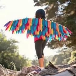 儿童羽毛翅膀制作方法 硬纸板制作翅膀的教程