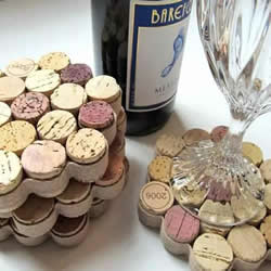 红酒瓶塞废物利用手工制作杯垫餐盘垫的方法