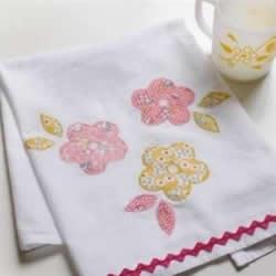 如何制作布艺贴花餐巾 花朵图案餐巾的做法教程