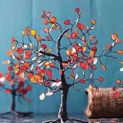 装饰树模型DIY制作 所用材料是铁丝和指甲