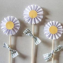 简单皱纹纸贺卡装饰纸花的手工制作方法图解教程