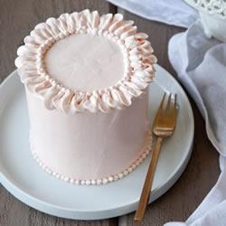 怎么用奶油装饰蛋糕 专业糕点师傅的3个