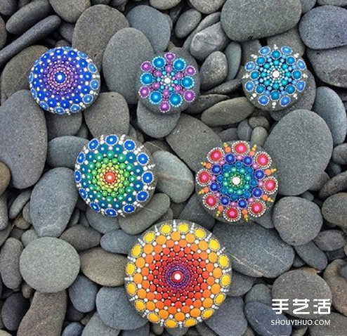 带有民族风情的石头画艺术品