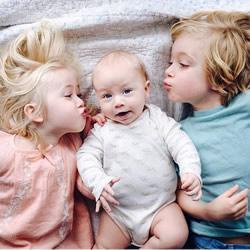 3喵x3汪x3娃:9个孩子与他们之间百分之百的爱