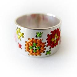 手工绕线金属戒指图片 仿佛是刺绣上去一样!