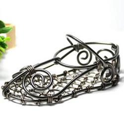 铁丝绣花鞋手工制作教程 精美的手工艺品摆饰
