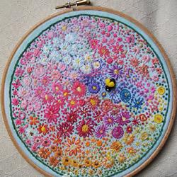 绣棚手工刺绣图片 繁花似锦的图案让人陶醉