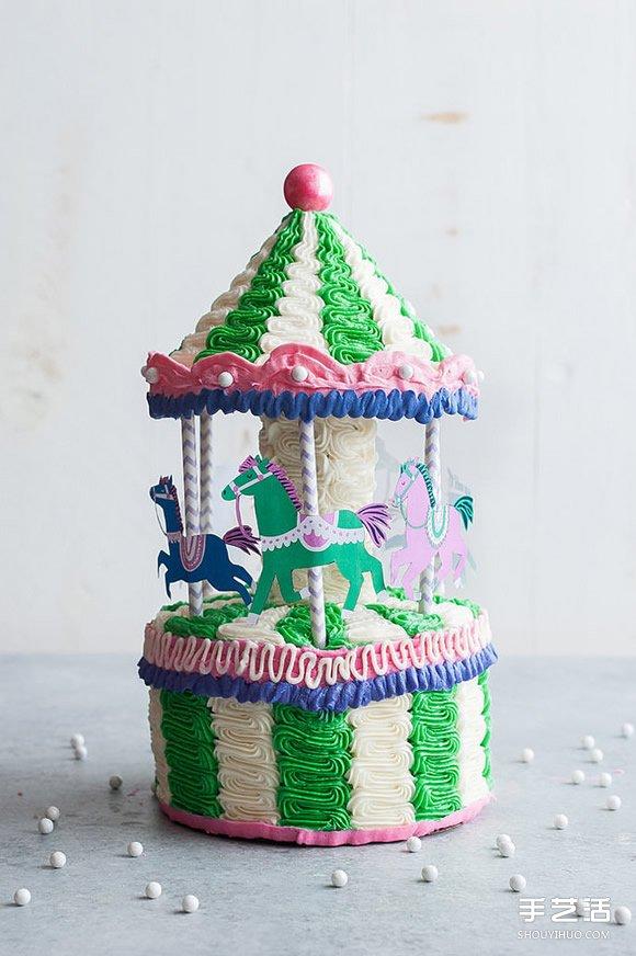 这次要介绍给大家的创意蛋糕,是由美国手做爱好者handmade charlotte在自己的博客分享,保证让孩子们都吵着想拥有的旋转木马造型蛋糕,可爱的模样加上俏皮的三角屋顶设计,肯定让孩子们激动不已啊!