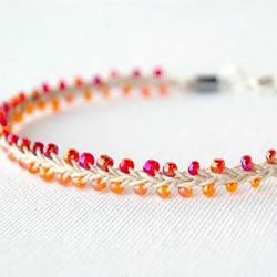 两色串珠手链的编织方法 非常可爱小清新