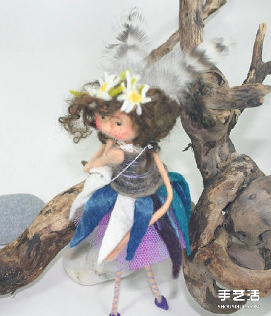 卡通风格的手工羊毛毡女孩人偶作品图片 -  www.shouyihuo.com