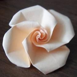 手工卡纸折玫瑰花图解 卡纸玫瑰花折纸方法