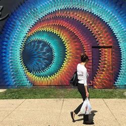 魔力般吸引目光 线条整齐的万花筒街头涂鸦