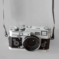 纸糊的莱卡相机模型 真的可以装底片拍照!