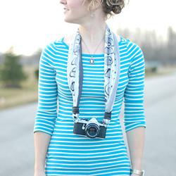 丝巾相机带做法图解 手工丝巾制作相机带教程