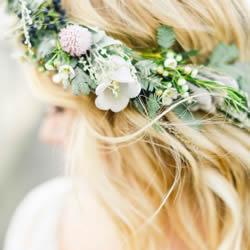 四种专属新娘的梦幻花环 不落俗套的新娘头饰
