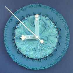 童话风软陶时钟作品 每款壁钟都充满了故事性