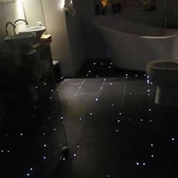 用光纤把家里的地板变成星夜般星光点点!