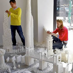 壮丽又甜蜜!以方糖作为砖瓦创作的建筑模型