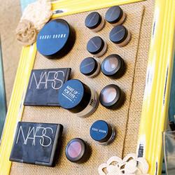 自制磁铁梳妆台的方法 可立起来的化妆台