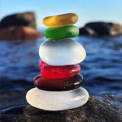 """圆润剔透的海玻璃 大自然加工的美丽""""宝石"""""""