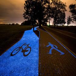 夜光自行车道点亮波兰小镇 不插电的发光马路